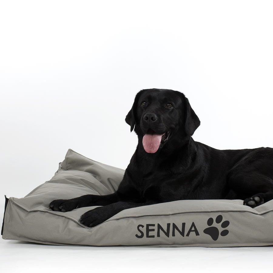 hondenkussen-met-naam-70-x-110-cm-zwart